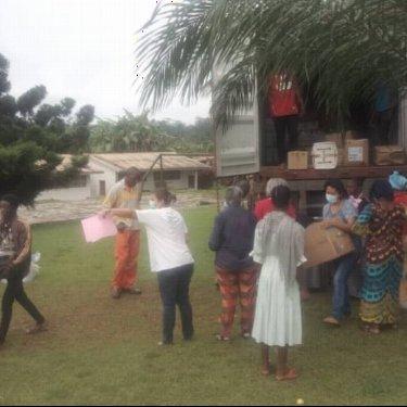 Ya ha llegado a Camerún un contenedor con material de medicusmundi norte
